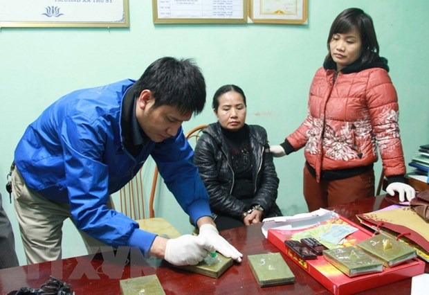 Hung Yen: Bat qua tang mot doi tuong van chuyen 5 banh heroin hinh anh 1