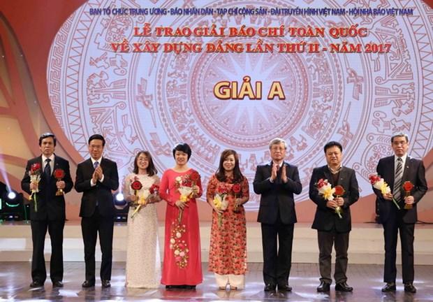 54 tac pham xuat sac duoc trao giai Bua Liem Vang lan thu hai-nam 2017 hinh anh 1