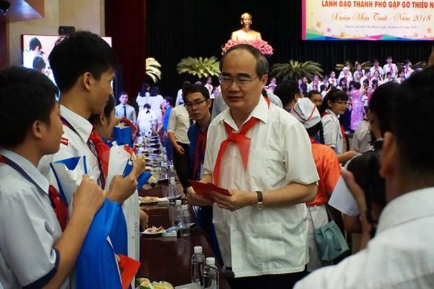 Lanh dao Thanh pho Ho Chi Minh gap go thieu nhi nhan dip dau Xuan hinh anh 1