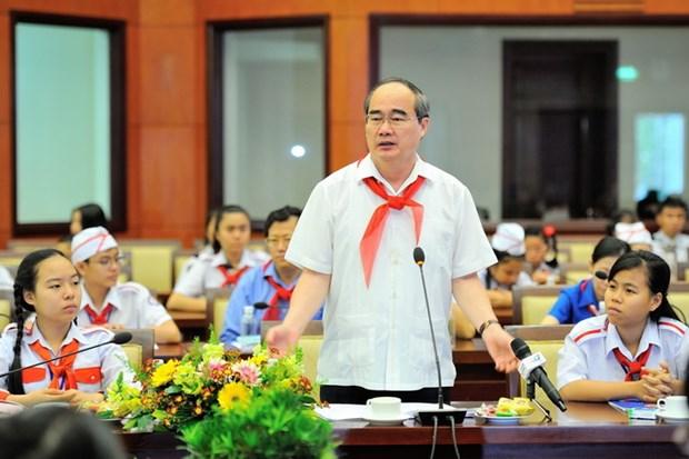 Lanh dao Thanh pho Ho Chi Minh gap go thieu nhi nhan dip dau Xuan hinh anh 2