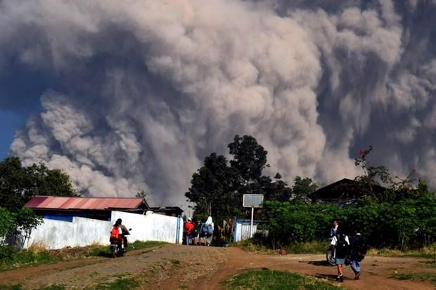 Indonesia: Nui lua phun khi doc, 30 nguoi phai nhap vien dieu tri hinh anh 1