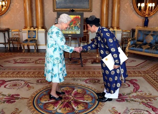 Dai su Viet Nam tai Anh trinh Quoc thu len Nu hoang Elizabeth II hinh anh 1