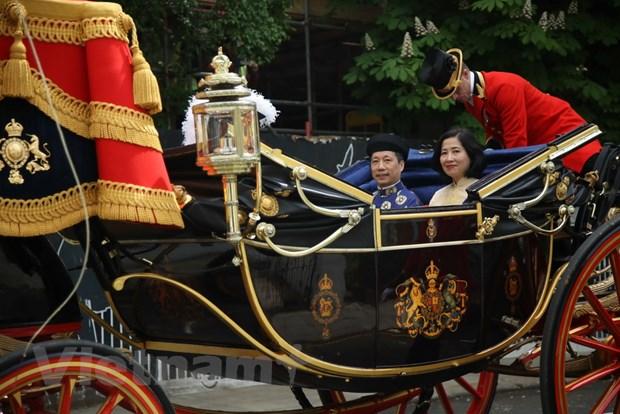 Dai su Viet Nam tai Anh trinh Quoc thu len Nu hoang Elizabeth II hinh anh 2