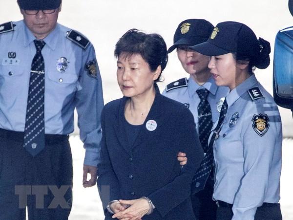 De nghi an tu voi 3 tro ly cap cao cua cuu Tong thong Park Geun-hye hinh anh 1