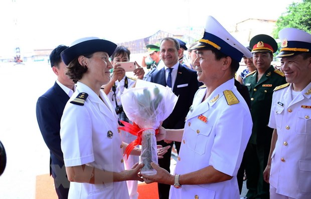 Tau Hai quan Phap tham huu nghi Thanh pho Ho Chi Minh hinh anh 1