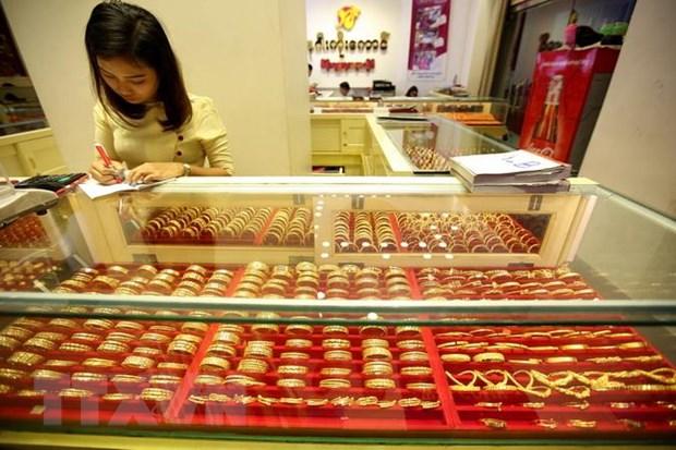 Giá vàng châu Á chạm mức cao nhất gần hai tuần qua