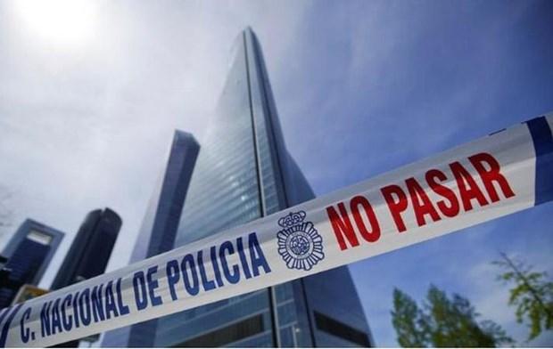 Tay Ban Nha: De doa danh bom nham vao toa choc troi o Madrid la gia hinh anh 1