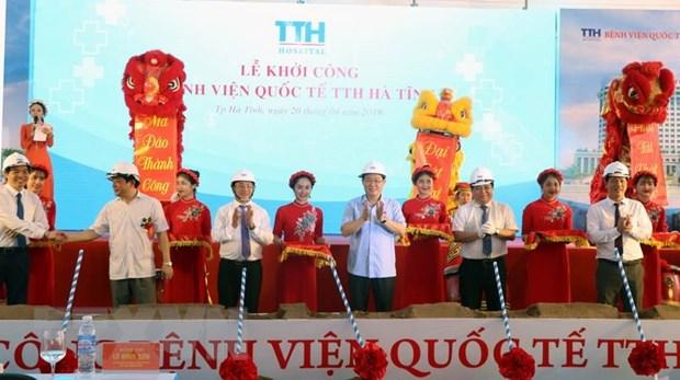 Pho Thu tuong Vuong Dinh Hue tiep xuc cu tri doanh nghiep Ha Tinh hinh anh 1