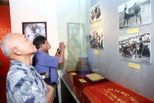 """Khai mac trung bay ve """"Ho Chi Minh-Chan dung mot con nguoi"""" hinh anh 2"""