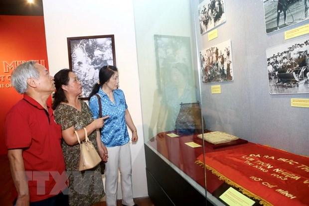 """Khai mac trung bay ve """"Ho Chi Minh-Chan dung mot con nguoi"""" hinh anh 3"""