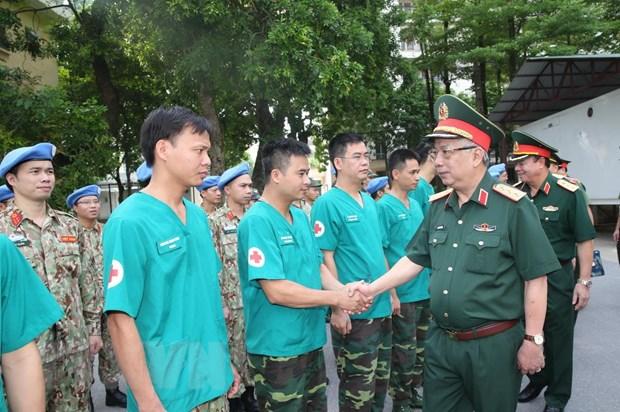 Thuong tuong Nguyen Chi Vinh kiem tra benh vien da chien cap 2 so 2 hinh anh 4