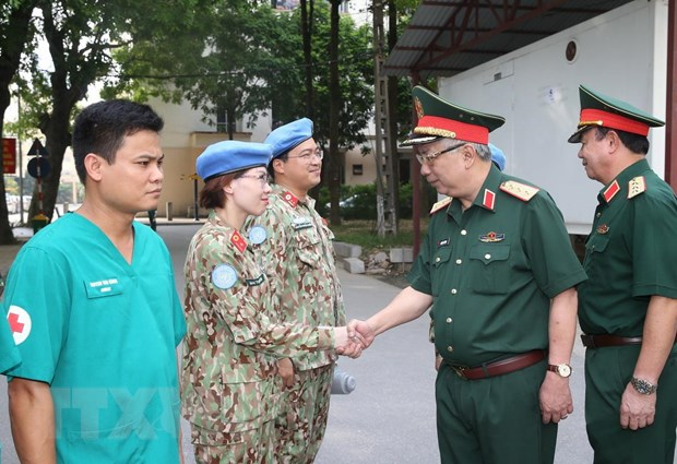 Thuong tuong Nguyen Chi Vinh kiem tra benh vien da chien cap 2 so 2 hinh anh 5