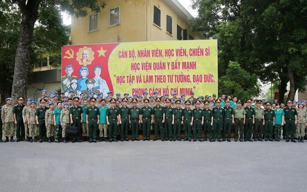 Thuong tuong Nguyen Chi Vinh kiem tra benh vien da chien cap 2 so 2 hinh anh 9