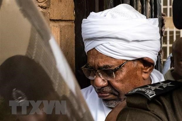 Sudan: Cuu Tong thong al-Bashir chinh thuc bi buoc toi tai toa hinh anh 1