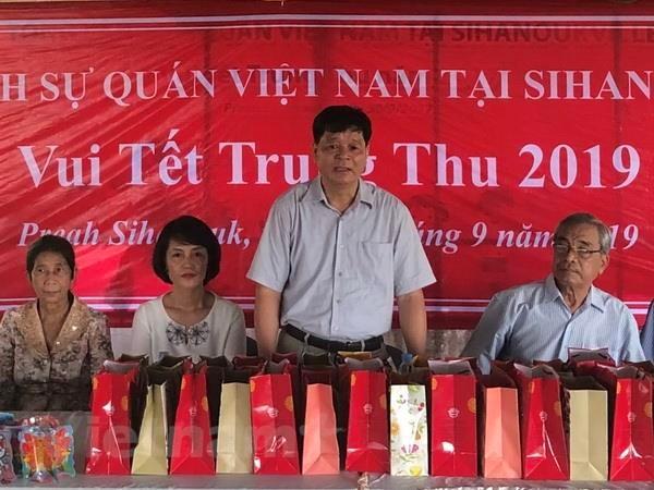 Tet Trung Thu dam am cua tre em Viet kieu tai tinh Preah Sihanouk hinh anh 1