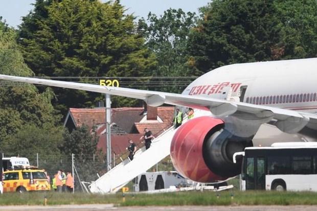 May bay hang Air India gap su co hy huu o cua so buong lai hinh anh 1