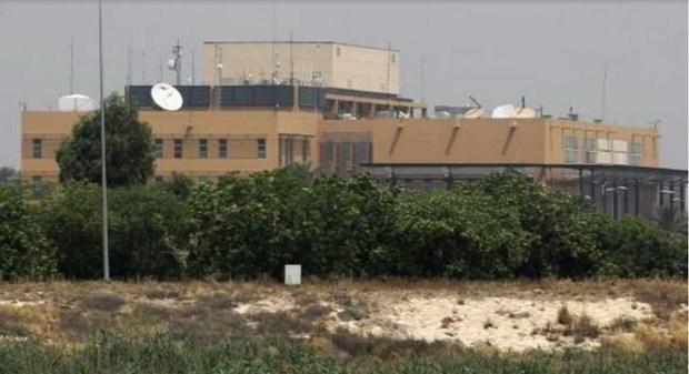 Iraq: Hai qua rocket roi gan Dai su quan My o thu do Baghdad hinh anh 1
