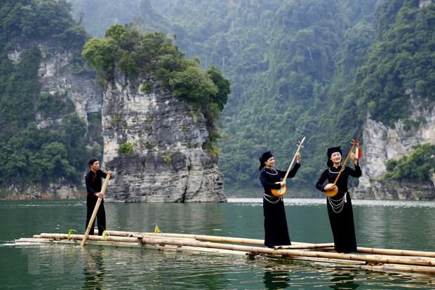 Hinh anh kham pha ve dep long ho thuy dien Lam Binh hinh anh 1