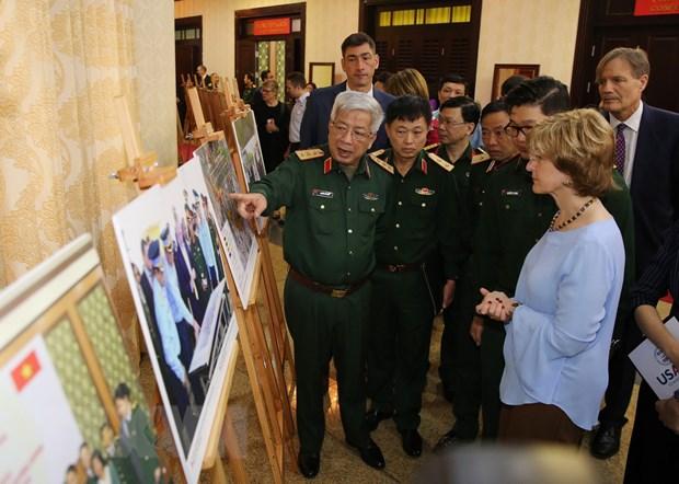 Thuong tuong Nguyen Chi Vinh lam viec voi Pho Tong Giam doc USAID hinh anh 3