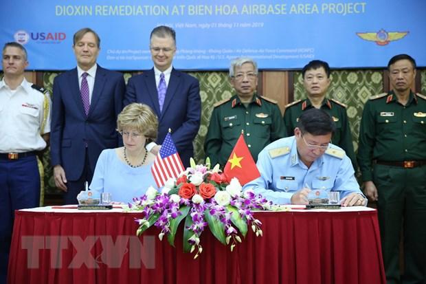 Thuong tuong Nguyen Chi Vinh lam viec voi Pho Tong Giam doc USAID hinh anh 4