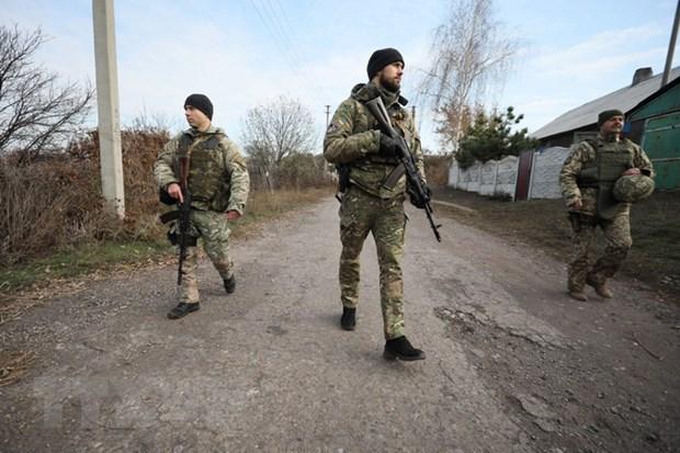 Quan doi Ukraine de nghi OSCE ve viec bat dau rut quan hinh anh 1