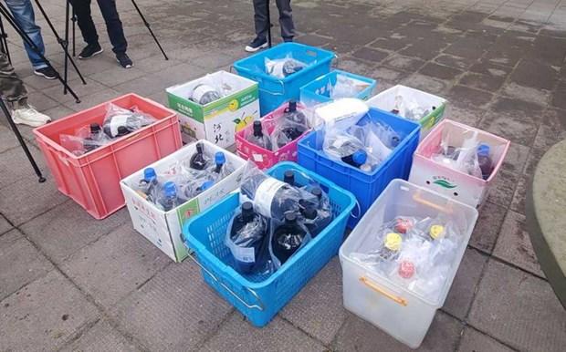Canh sat Hong Kong thu hoi 59 chai hoa chat nguy hiem bi danh cap hinh anh 1