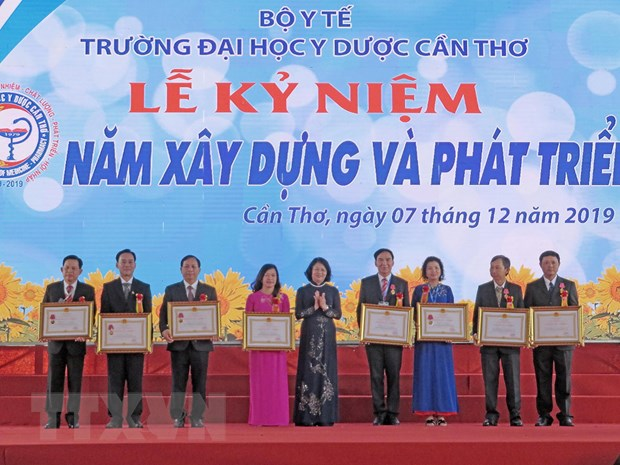 Le ky niem 40 nam Ngay thanh lap Dai hoc Y Duoc Can Tho hinh anh 1