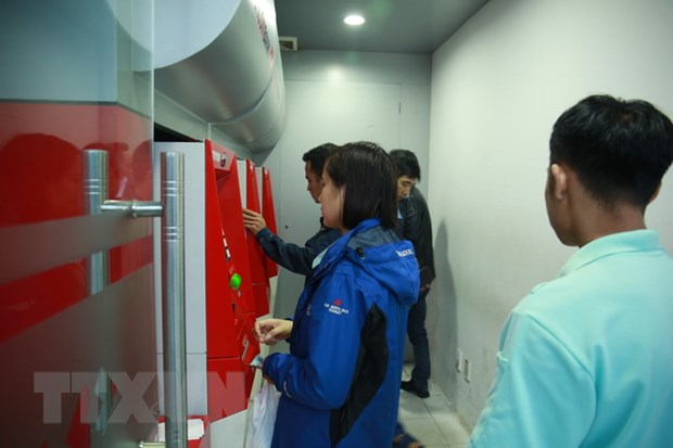 Chuan bi du tien mat cho may ATM dat tai cac khu cong nghiep hinh anh 1