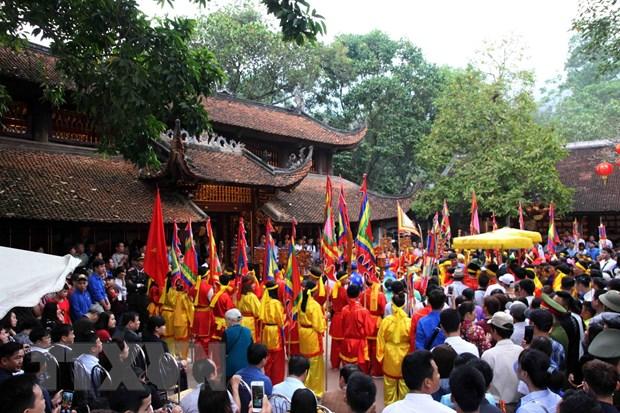 Ha Noi: Gan 40.000 nguoi tray hoi chua Huong trong ngay khai hoi hinh anh 1