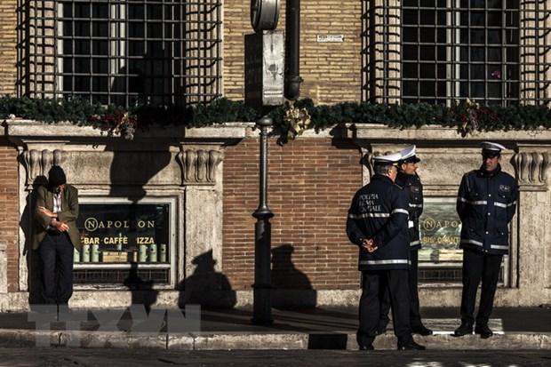 Italy: Bom thu nac danh phat no khien 3 nguoi bi thuong hinh anh 1