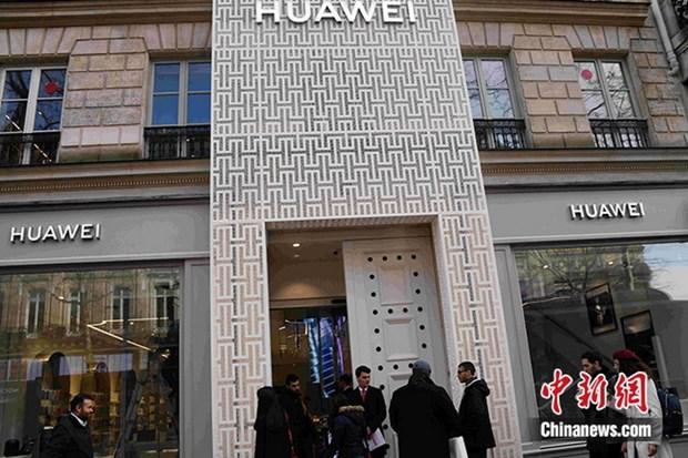 Huawei khai truong cua hang chien luoc dau tien tai Phap hinh anh 1