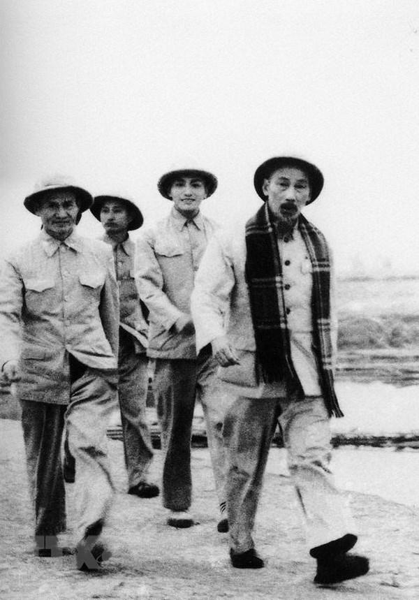 Ho Chi Minh - nguoi sang lap, nha bao vi dai cua bao chi Cach mang VN hinh anh 2