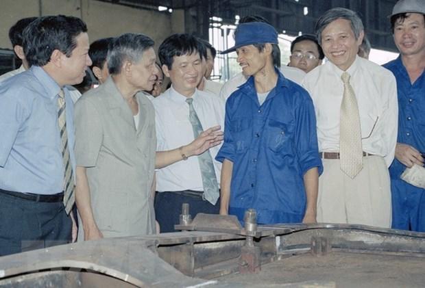 Nguyen Tong Bi thu Le Kha Phieu: Tam guong cong hien het minh hinh anh 2