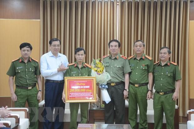 Chu tich Da Nang khen thuong Ban chuyen an pha duong day danh bac hinh anh 1