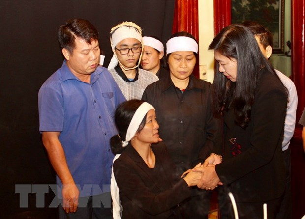 Ha Noi: Tham hoi, ho tro gia dinh liet sy, Thieu tuong Nguyen Huu Hung hinh anh 1