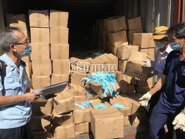 Hai quan bat 2 container gang tay qua su dung nhap khau tu Trung Quoc hinh anh 1