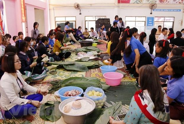 Nguoi Viet tai Lao ron rang don Tet co truyen Tan Suu 2021 hinh anh 2
