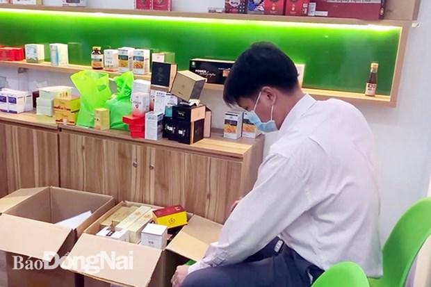 Xu phat 76 trieu dong mot co so ban thuc pham chuc nang khong phep hinh anh 1