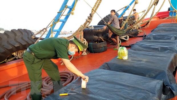 Kien Giang: Bat 2 tau cho 200.000 lit dau khong ro nguon goc hinh anh 1
