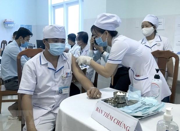 Vinh Long, Nghe An trien khai tiem vaccine phong COVID-19 dot 1 hinh anh 1