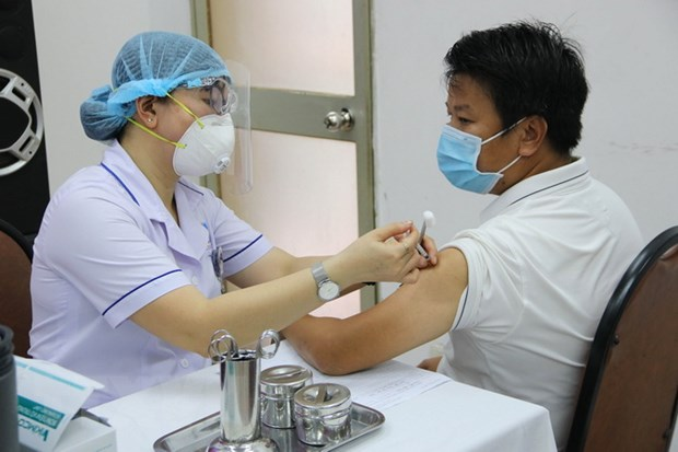 Tim moi cach tang ty le tiep can, tiem chung vaccine phong COVID-19 hinh anh 1