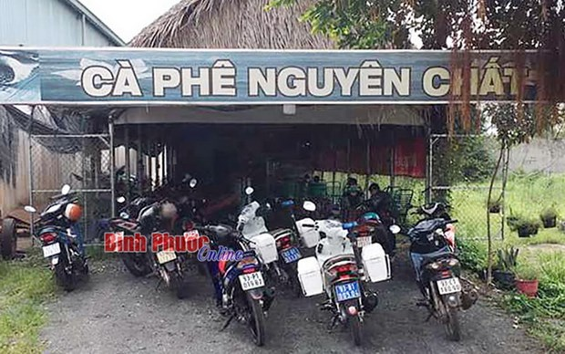 Binh Phuoc: Quan caphe mo cua bat chap quy dinh gian cach hinh anh 1