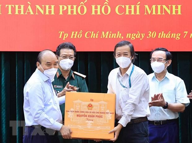 Chu tich nuoc: Gian cach phai gan chat voi cham lo doi song cho dan hinh anh 1