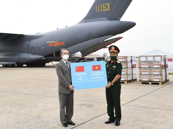 Bo Quoc phong Trung Quoc ho tro QDND Viet Nam 200.000 lieu vaccine hinh anh 1