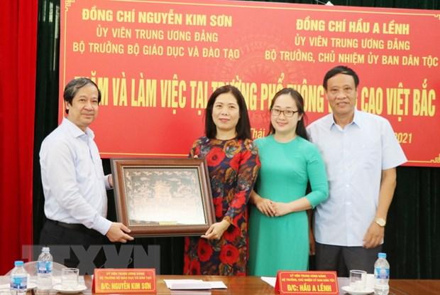 Bo GD&DT, Uy ban Dan toc lam viec o Truong pho thong Vung cao Viet Bac hinh anh 1