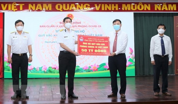 Tong Cong ty Tan cang SG ung ho 50 ty dong cho Quy vaccine hinh anh 1