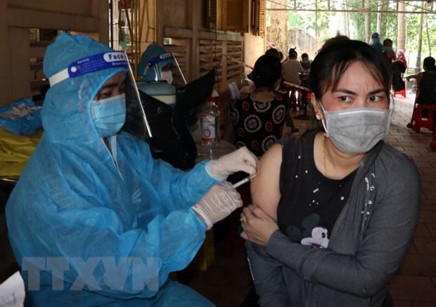 Kien Giang: Tiem vaccine phong COVID-19 an toan, kip thoi va hieu qua hinh anh 1