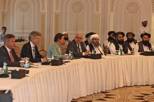 Phái đoàn Taliban tại cuộc gặp với các nhà ngoại giao Mỹ và Liên minh châu Âu (EU) ở Doha, Qatar ngày 12-10. Ảnh: AFP/TTXVN