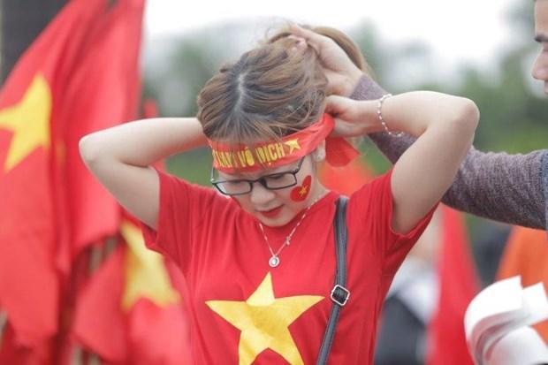 Nhung bong hong xinh dep xuong pho co vu U23 Viet Nam tai Ha Noi hinh anh 9