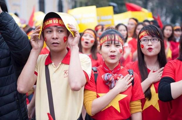 Nhung bong hong xinh dep xuong pho co vu U23 Viet Nam tai Ha Noi hinh anh 7
